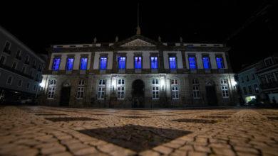 Photo of Dezenas de municípios de Portugal iluminam edifícios e monumentos a azul